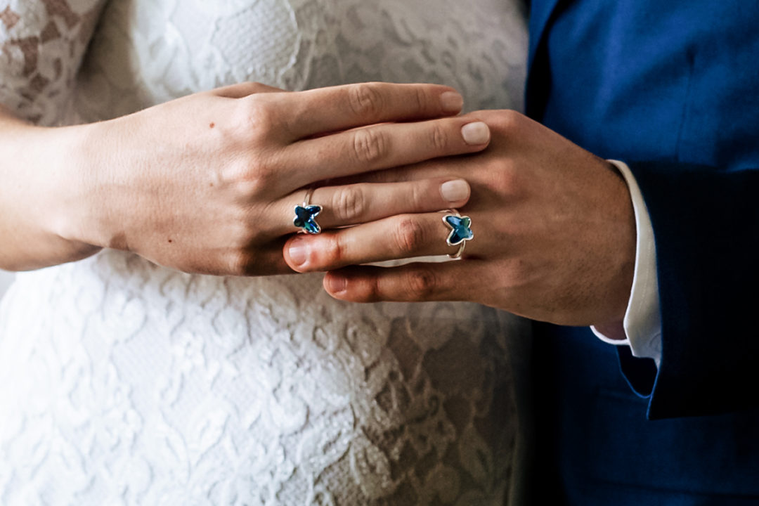 Ring exchange during Covid-19 courthouse wedding in Gehrden, Germany by DC wedding photographers of Potok's World Photography